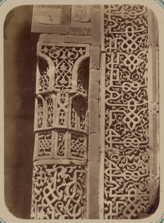 Мавзолей эмира Кутулука Турди Бек-Ака. Капитель колонны