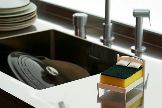 © amazon  Эта кроватка для посудной губки сделает любую кухню по-домашнему уютной.  2. Форм