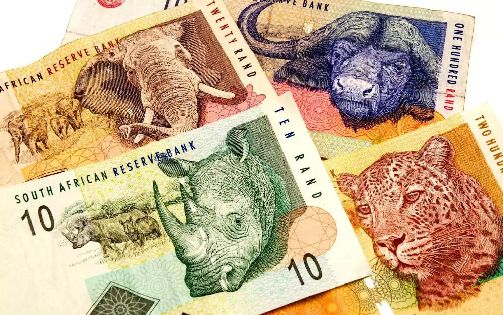 14. Новозеландские пять долларов , находятся в обращении с 1999 года.