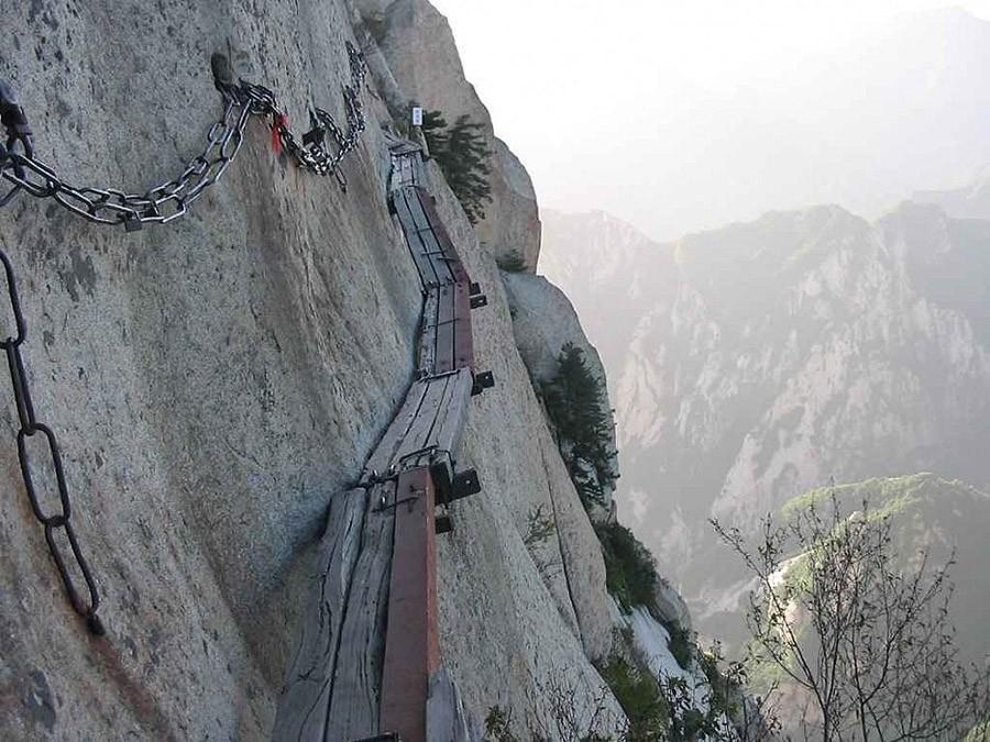 38. Поднимитесь на гору, чтобы выпить чаю — Китай Эта ужасающая «лестница на небеса» ведет на вершин