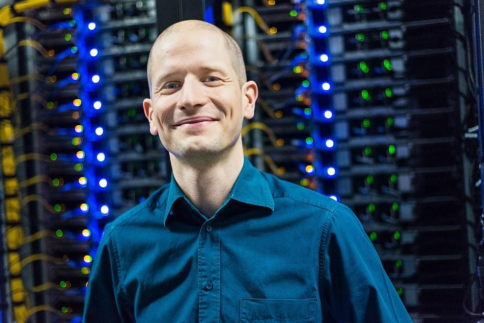 Благодаря этому сайту основатель Марк Цукерберг в 23 года стал самым молодым миллиардером плане