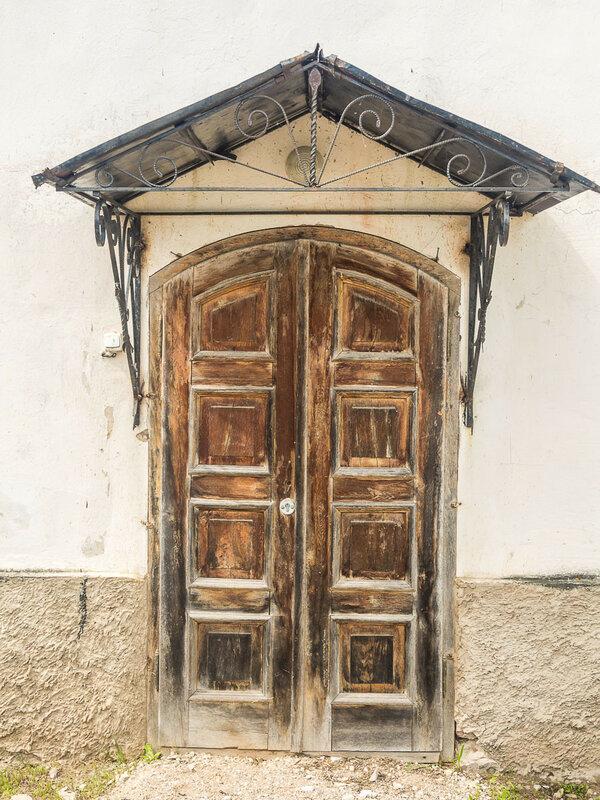 Монастырская дверь.