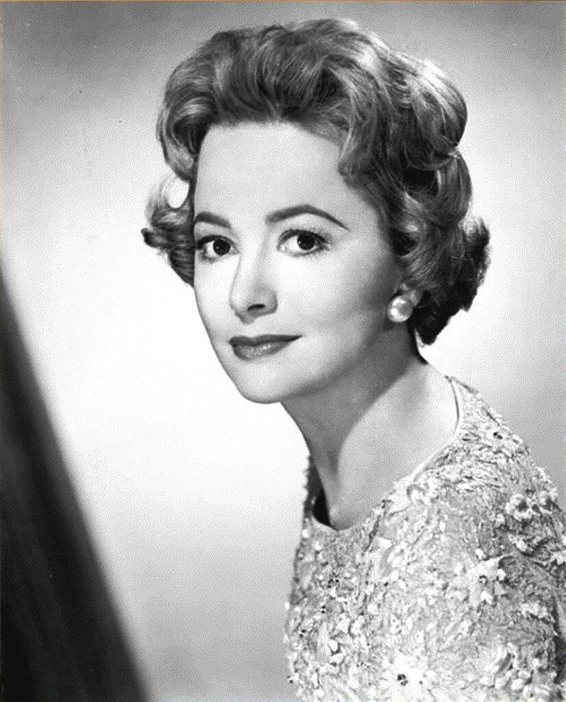 Оливия Де Хэвилленд. 1959 год. Studio publicity Olivia de Havilland.jpg