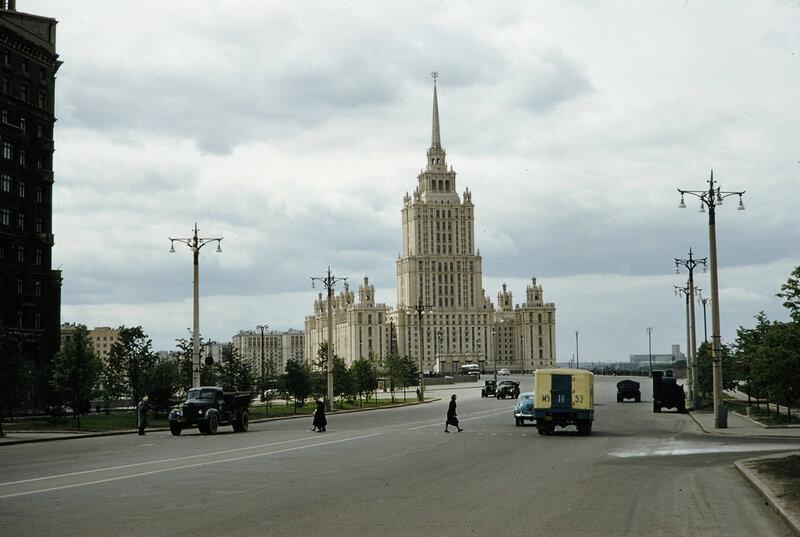 1959 Гостиница Украина в Москве. Harrison Forman.jpg