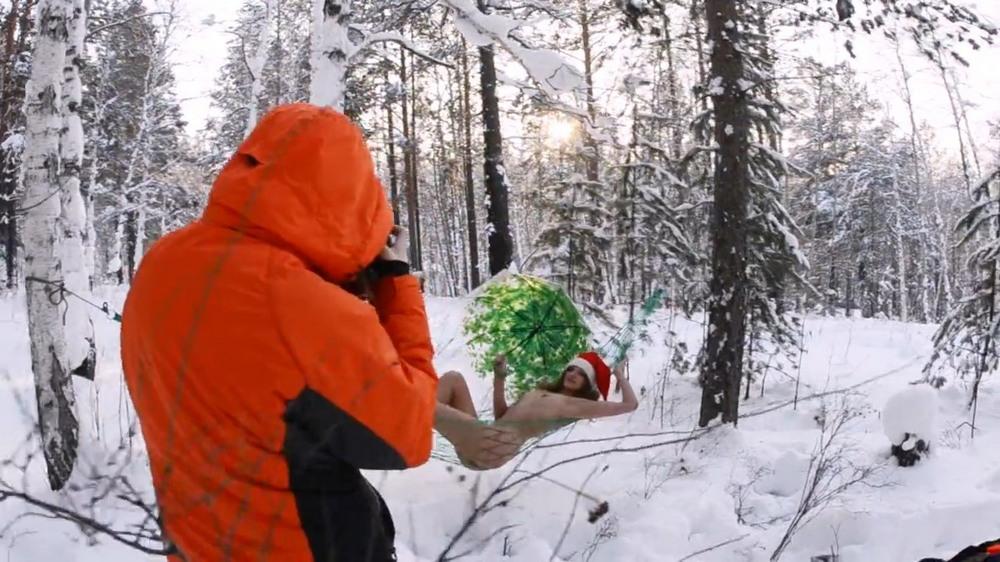 Голая Лиана Клевцова в зимнем лесу 22летняя, российская, модель, Лиана, Клевцова, поздравила, Старым, Новым, годом, откровенной, фотосессией