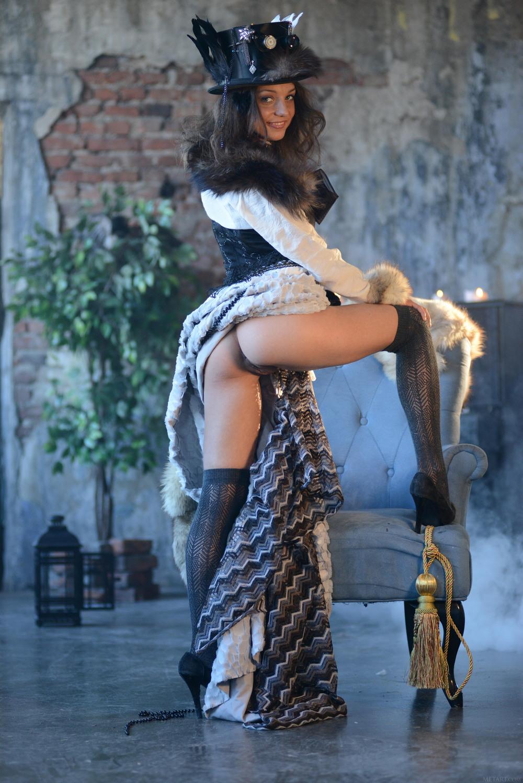 Nensi в костюмированной фотосессии