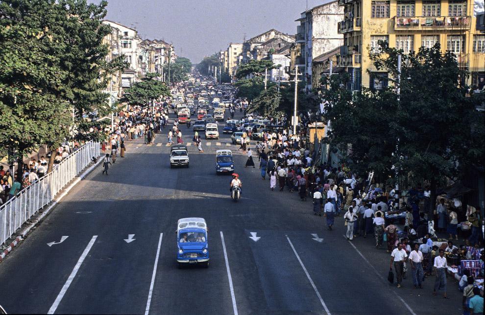 Улицы мира четверть века назад