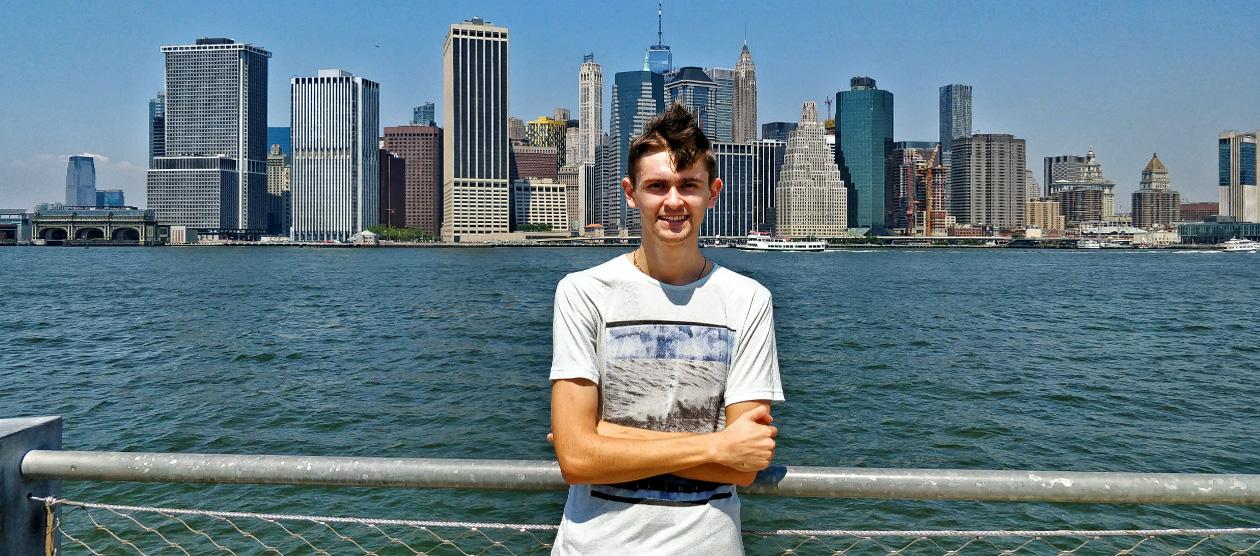 Москвич Никита Якимов выиграл Green Card в лотерею и переехал в Нью-Йорк. По нашей просьбе он сравни