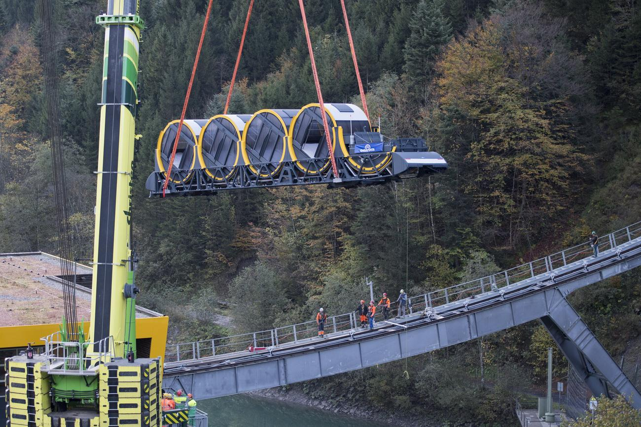 В Швейцарии открывается самый крутой фуникулер в мире (11 фото)