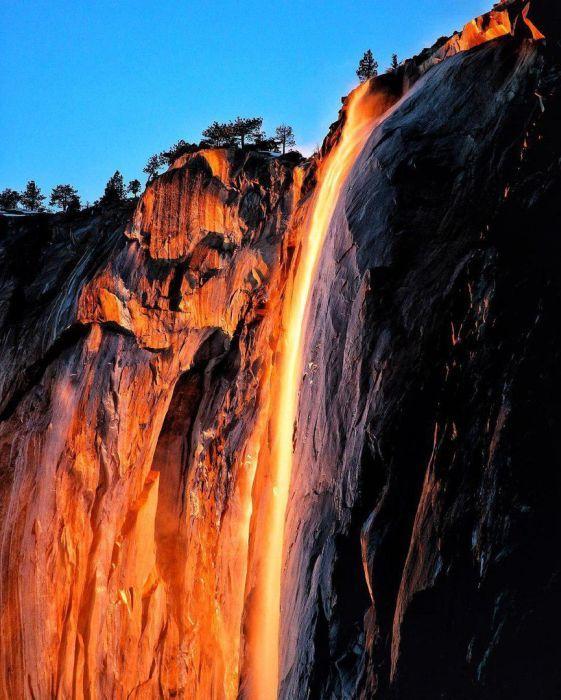 """Удивительный водопад """"Лошадиный Хвост"""" из национального парка Йосемити в Калифорнии, США"""
