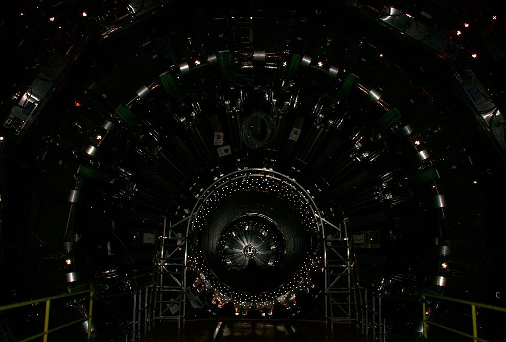 Сборка Большого адронного коллайдера, 16 июня 2008 года. (Фото Maximilien Brice | © 2012 CERN):