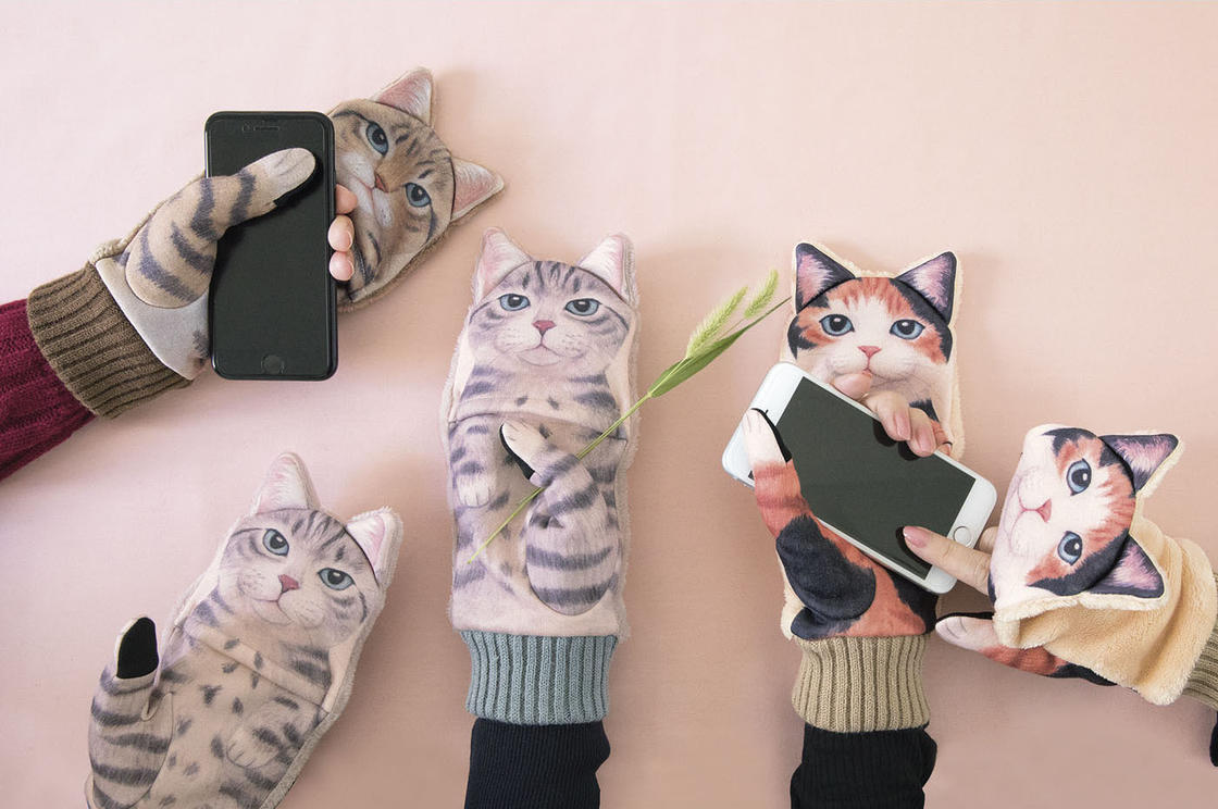 Neko Mittens – The incredibly cute Japanese mittens shaped as cats (6 pics)