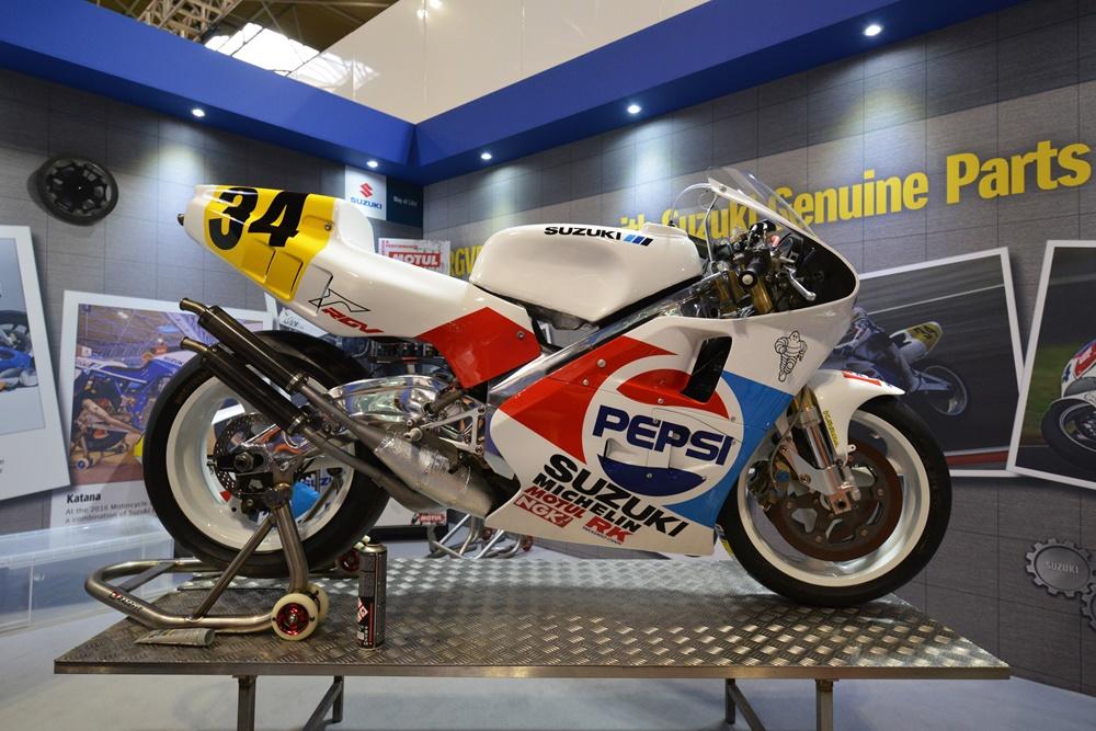 Отреставрированный мотоцикл Suzuki Pepsi RGV500 1989 Кевина Шванца