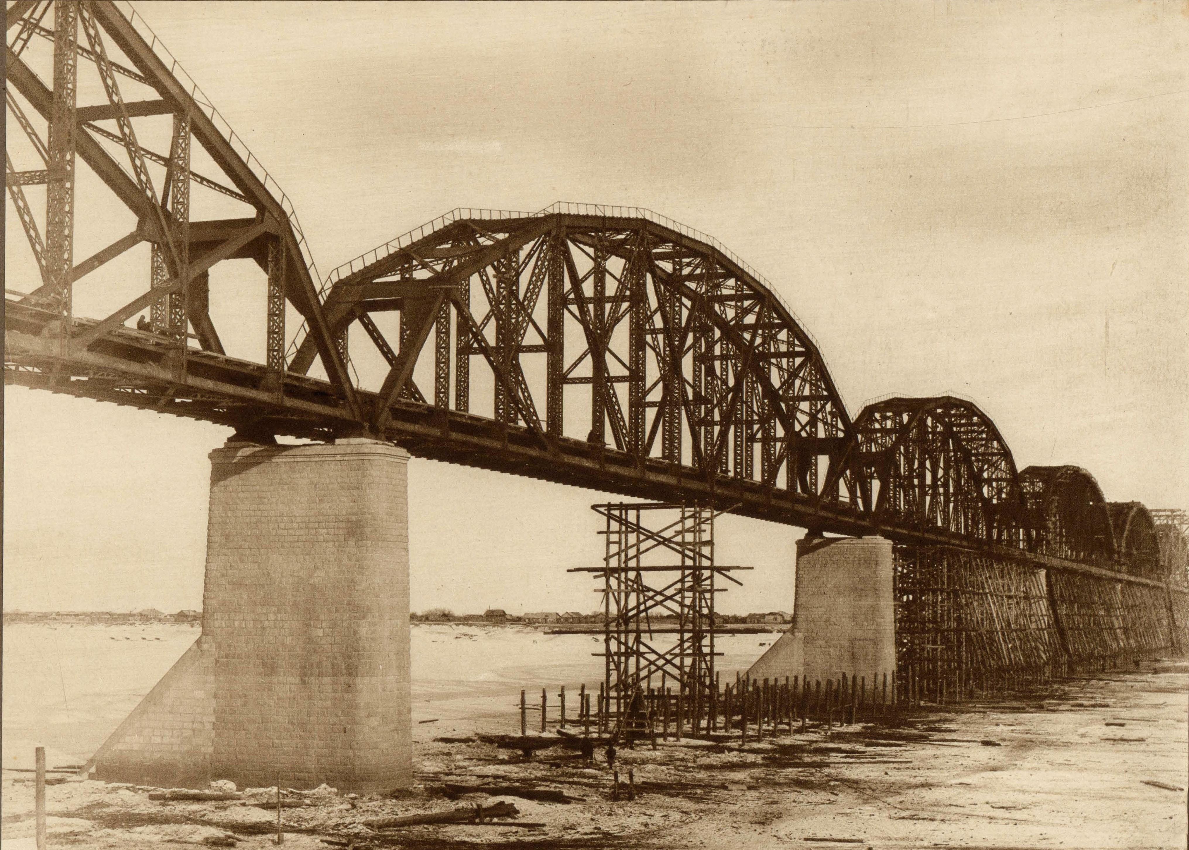 Строительство моста через р.Зею в Алексеевске. Общий вид