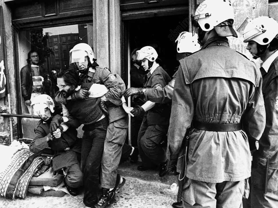 Rдumung eines besetzten Hauses/Foto 1982 - -