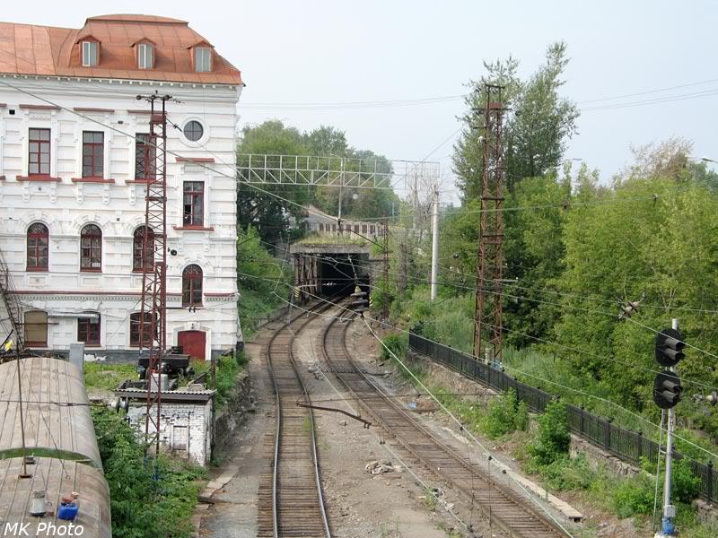 Пути уходят под ул. Орджоникидзе