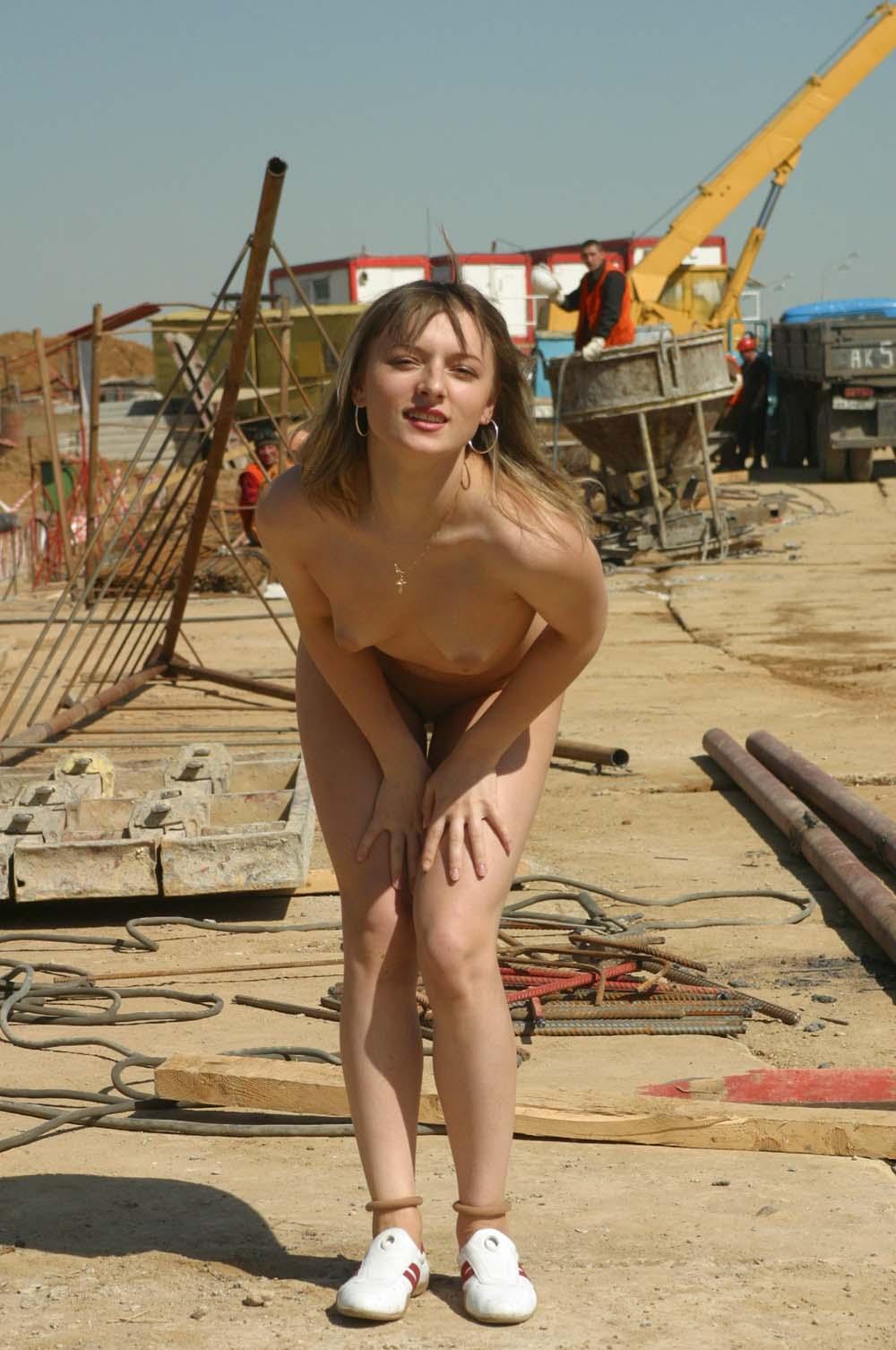 Танька разделась на стройке в Куркино