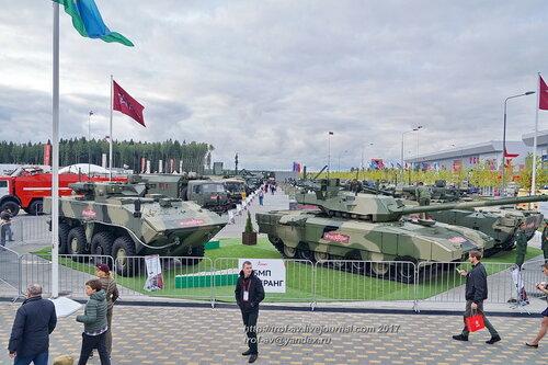 Танк Т-14 Армата и БМП Бумеранг на форуме Армия-2017 в парке Патриот