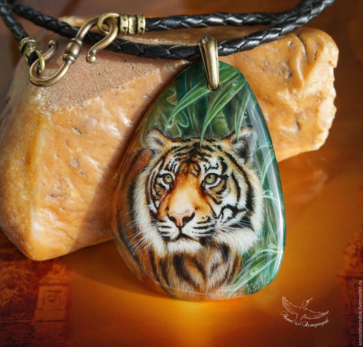 4dccabdaeeebad42091a49521exp--jewelry-pendant-with-painted-stone-tiger-lacquer-miniature-on.jpg