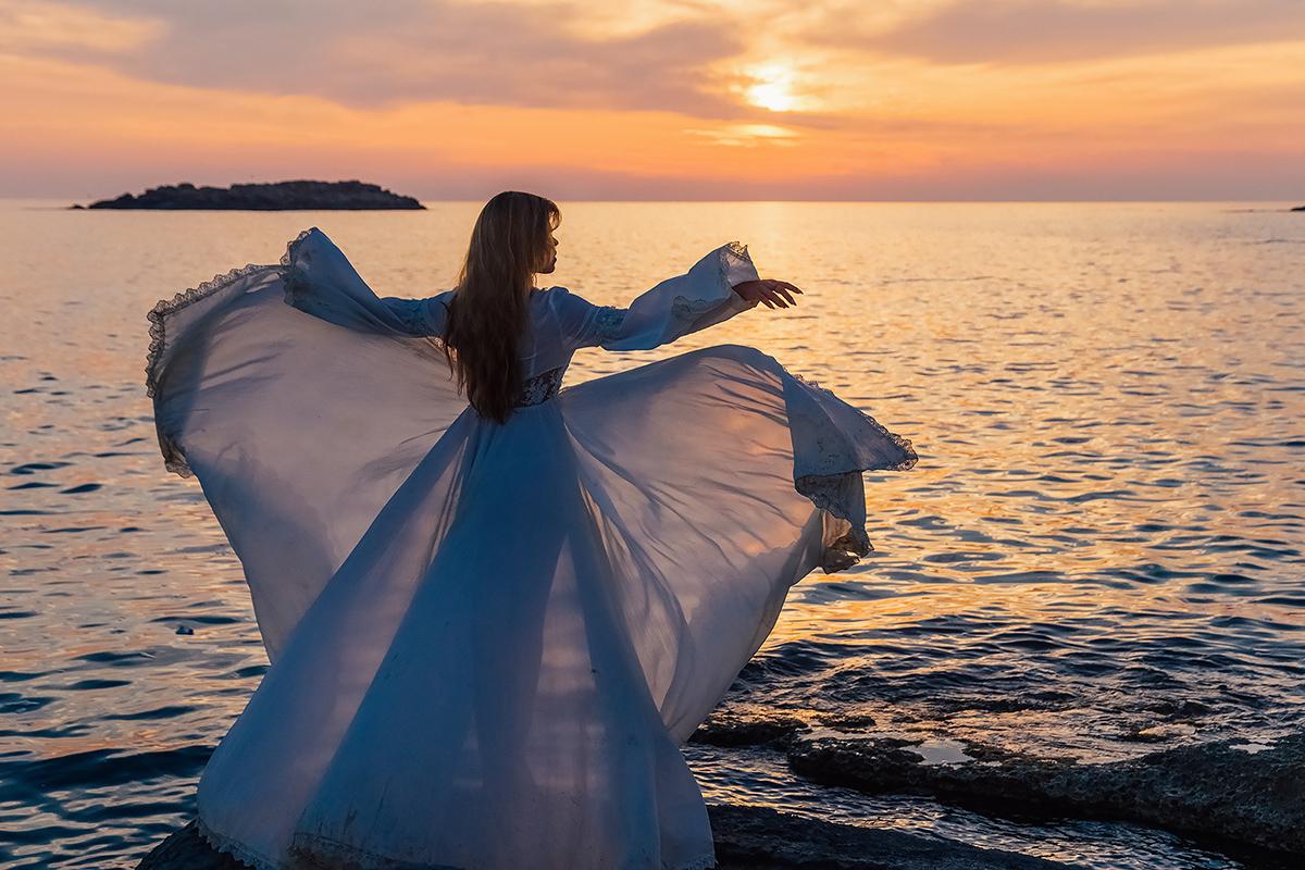 Девушка и море / фото Виктор Воробьев