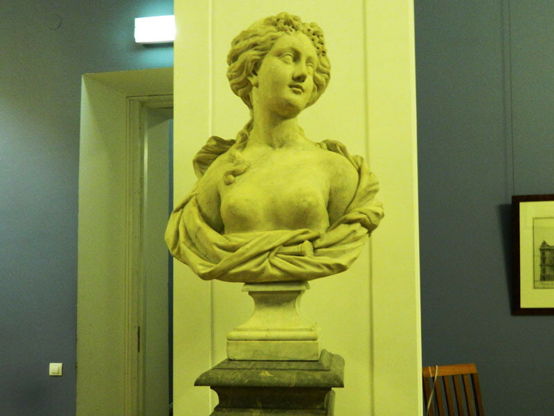 Пьетро Баратта. Женщина с локонами (флора)