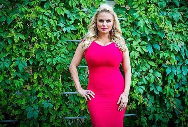 И вот, после нового концерта, поклонники заподозрили Анну Семенович в интересном положении.