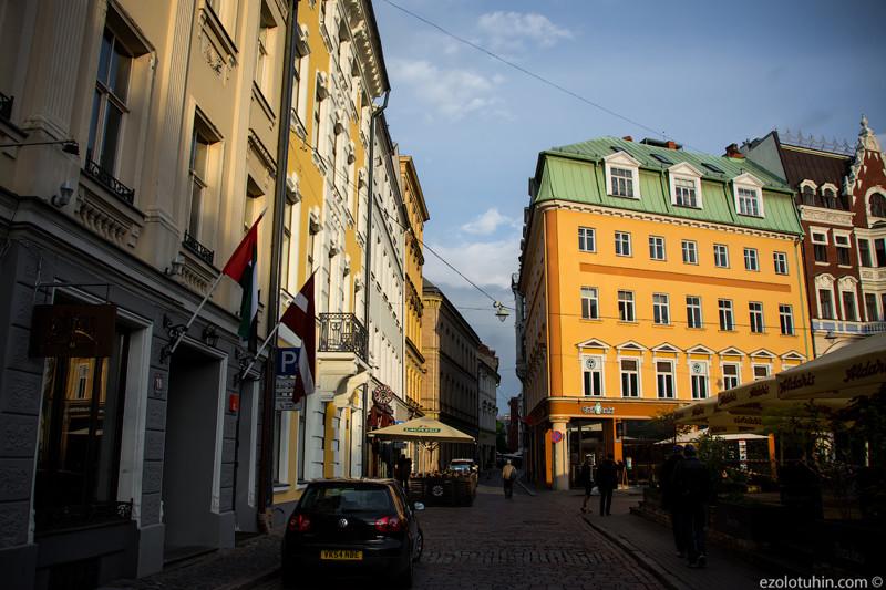 Красивые улицы старого города. Большинство зданий здесь имеет статус памятника архитектуры, у каждог