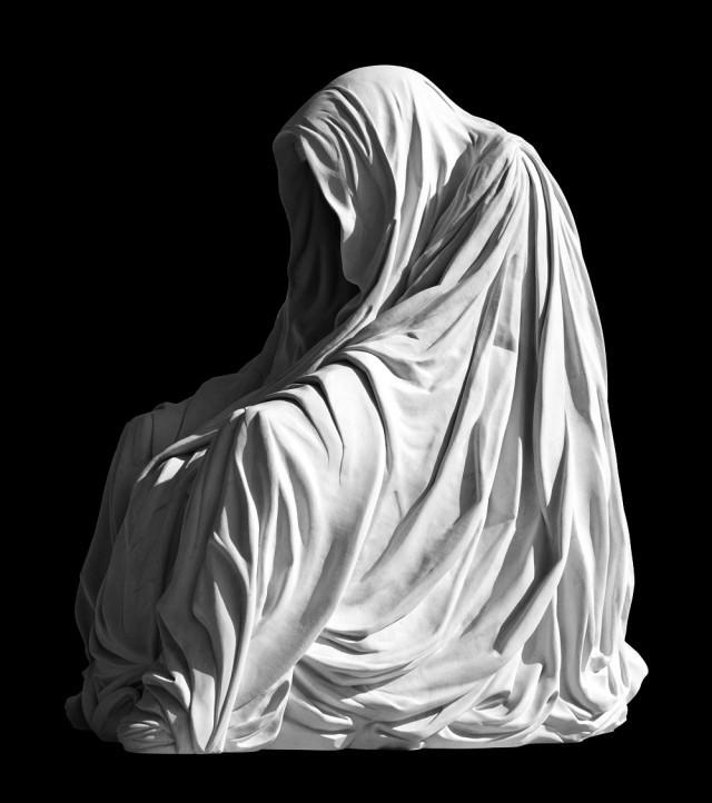 Плащ совести — скульптура, наводящая ужас, но в то же время странно красивая. У нее есть разные верс