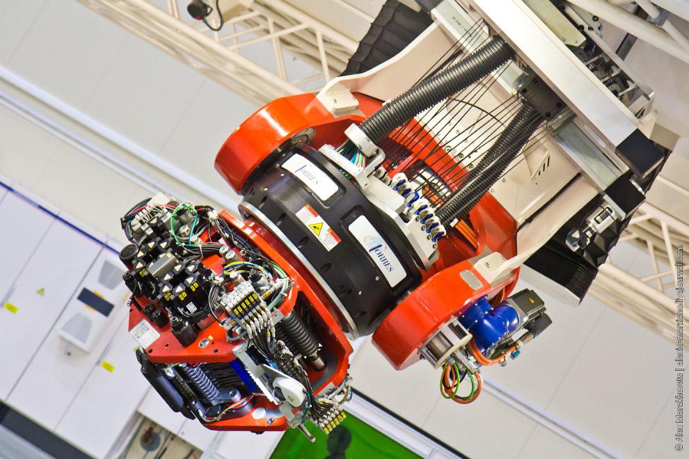 9. Автоматическую выкладку сухого углеволокна для изготовления крупных интегральных конструкц