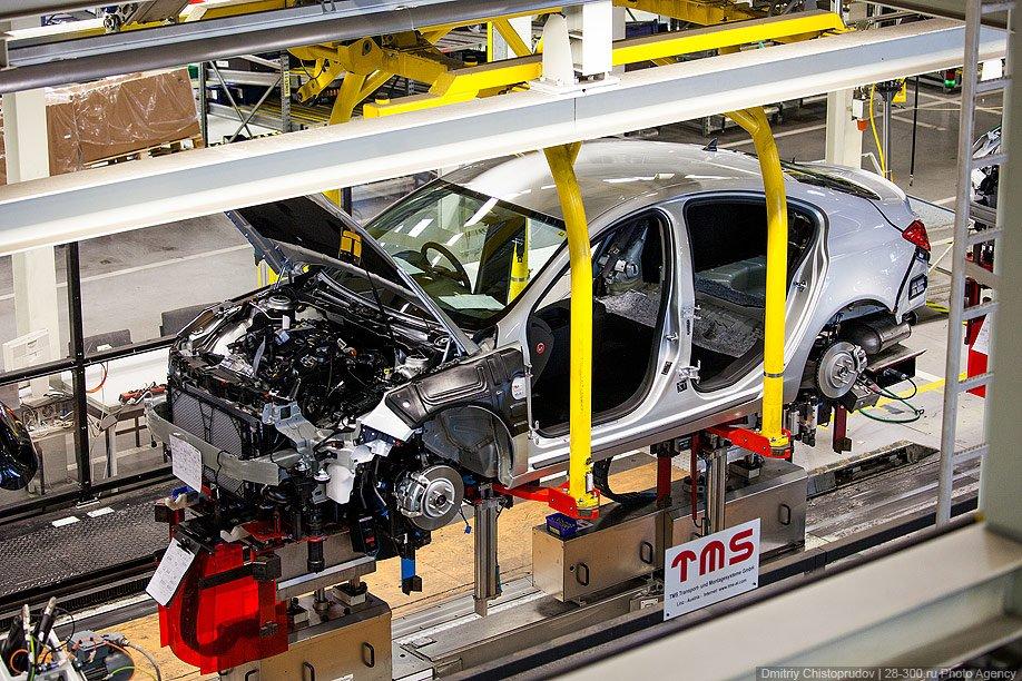 Если очень захотеть, можно приехать на завод и посмотреть, как собирается именно ваш автомоби