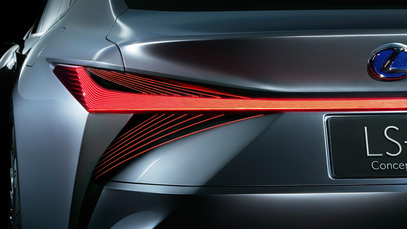 Отметим, у актуальной версии Lexus LS автопилота нет (даже в усечённом виде). В оснащение входят ада