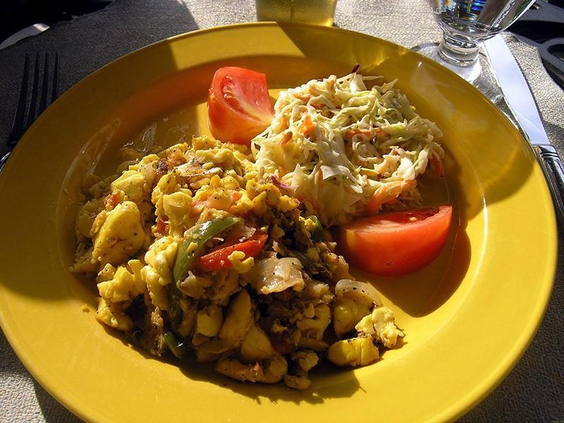 11. Ямайка: акки и соленая рыба   Хотя это блюдо впервые появилось на Ямайке, его также едят в