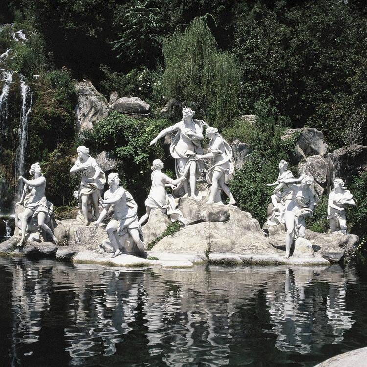 Парк  и  фонтан  богини   Дианы.