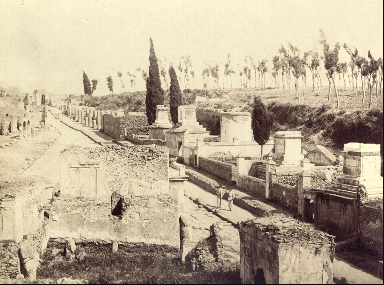 Улица гробниц
