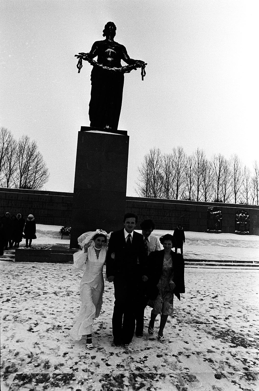 На Пискаревском кладбище