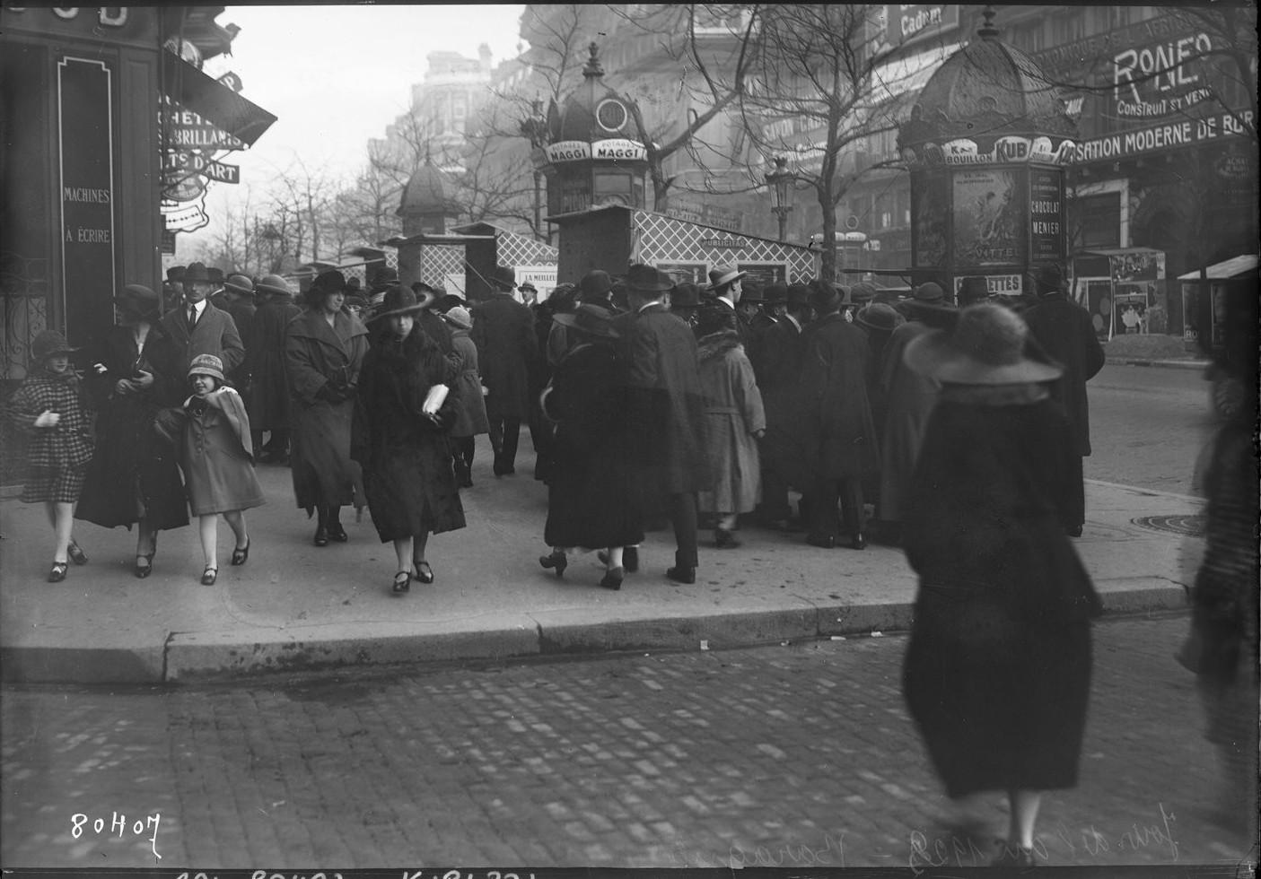 1923. Париж. Новогодний базар