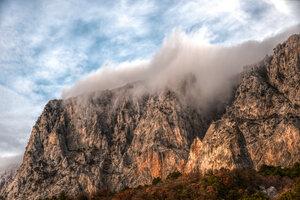 Горы, облака