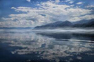 Облака купаются в  Байкале...