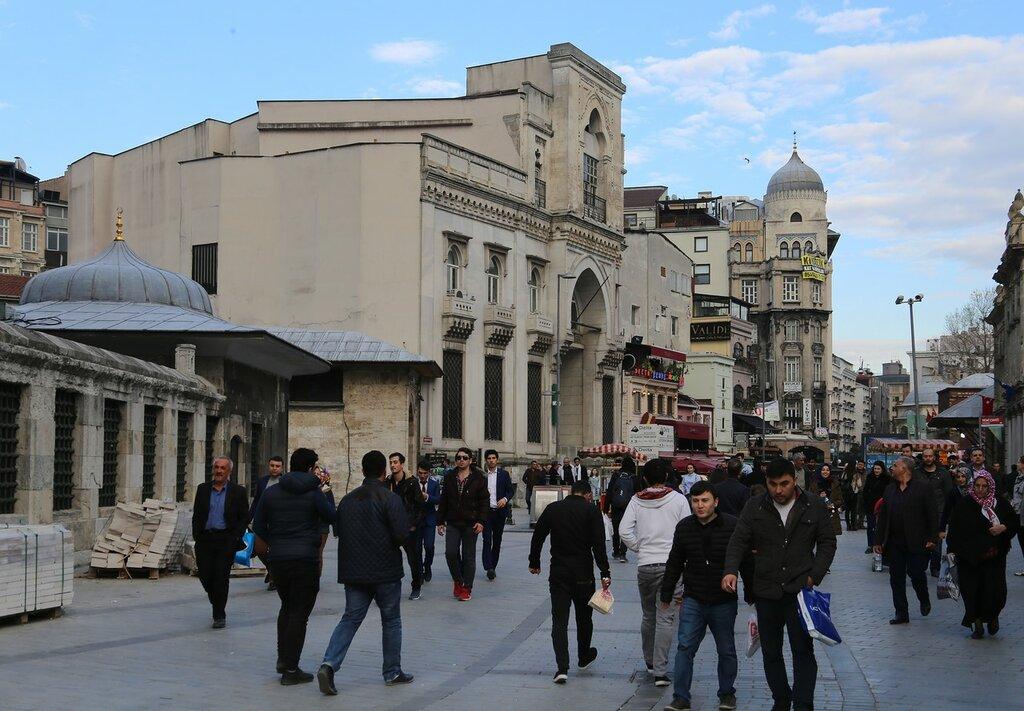 Стамбул. Здание банка Гаранти (Garanti Bankası)