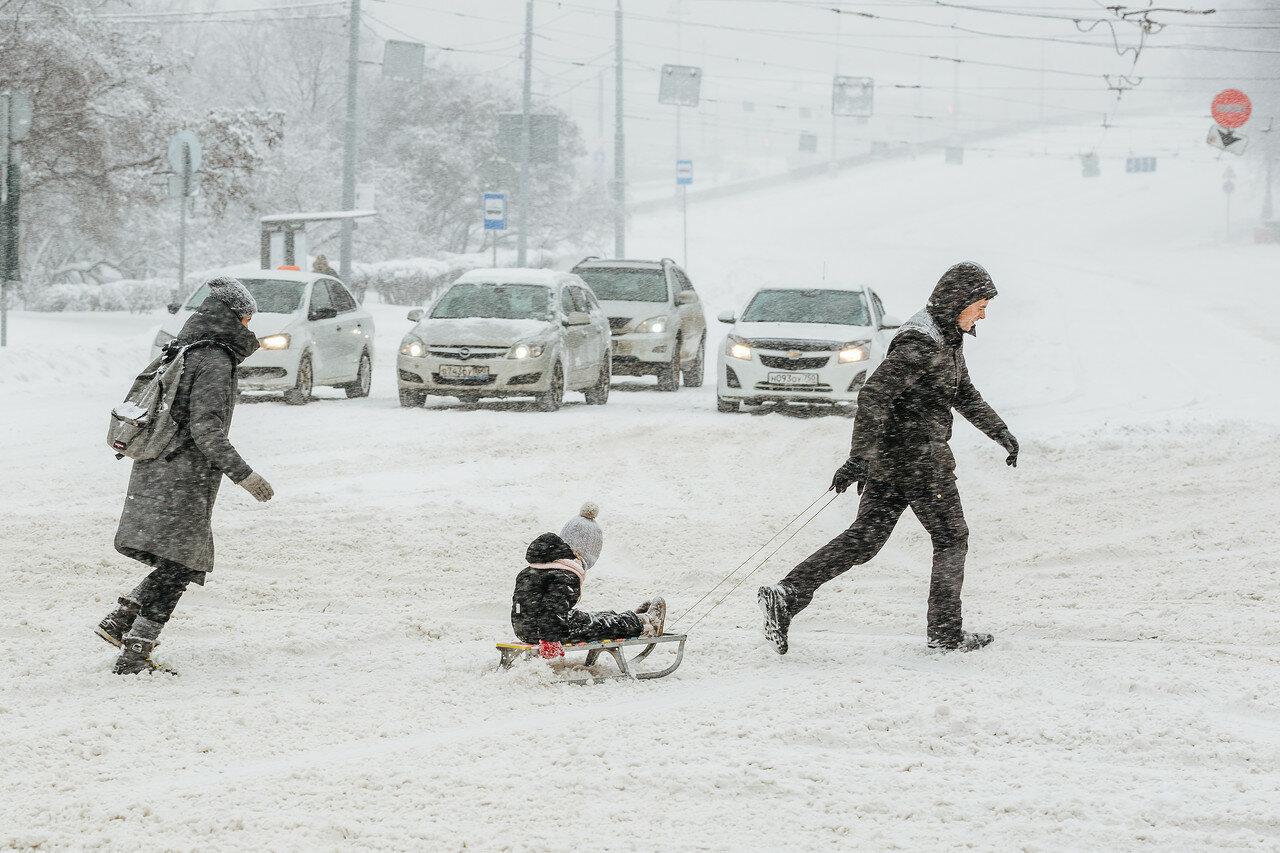 Снежный коллапс в Москве (хроника событий в фотографиях)