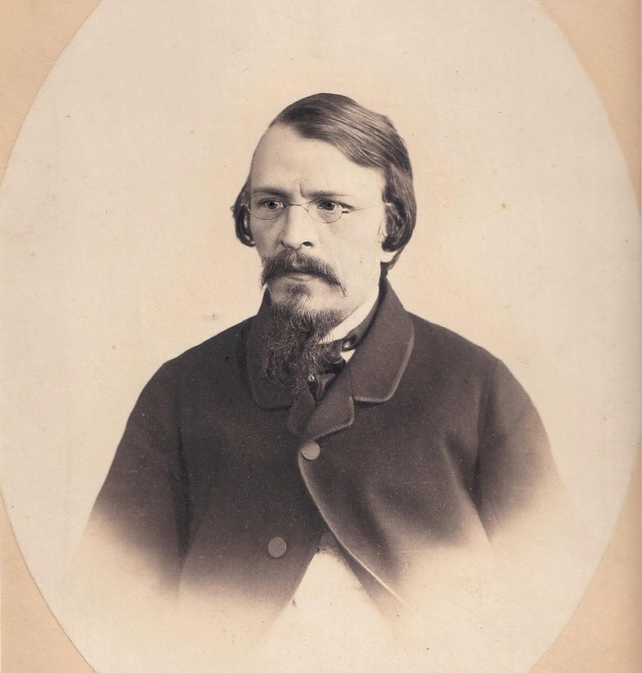 4. В 1839 году неожиданно умирает отец. Это известие потрясло Достоевского и спровоцировало тяжелый