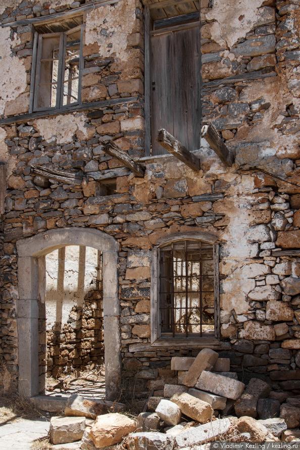Кстати, жители Крита верят, что на острове водятся привидения — неупокоившиеся души погибших. Говоря
