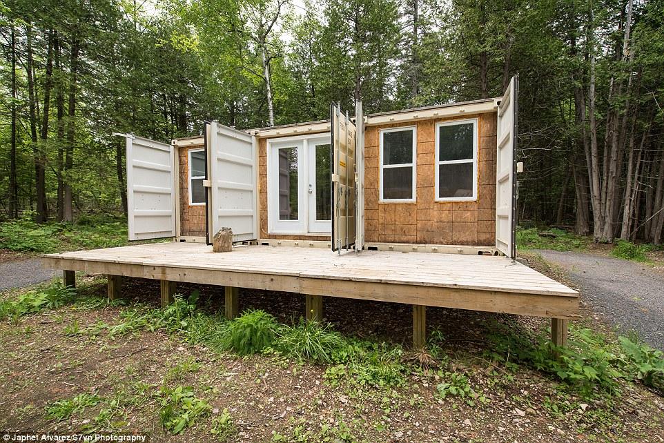 Канадец построил дом из контейнеров и живет там даже в минус 30 (6 фото)