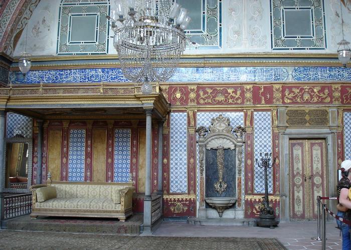 В современной Турции гаремов больше нет, последний исчез еще в начале ХХ века. На его месте впоследс