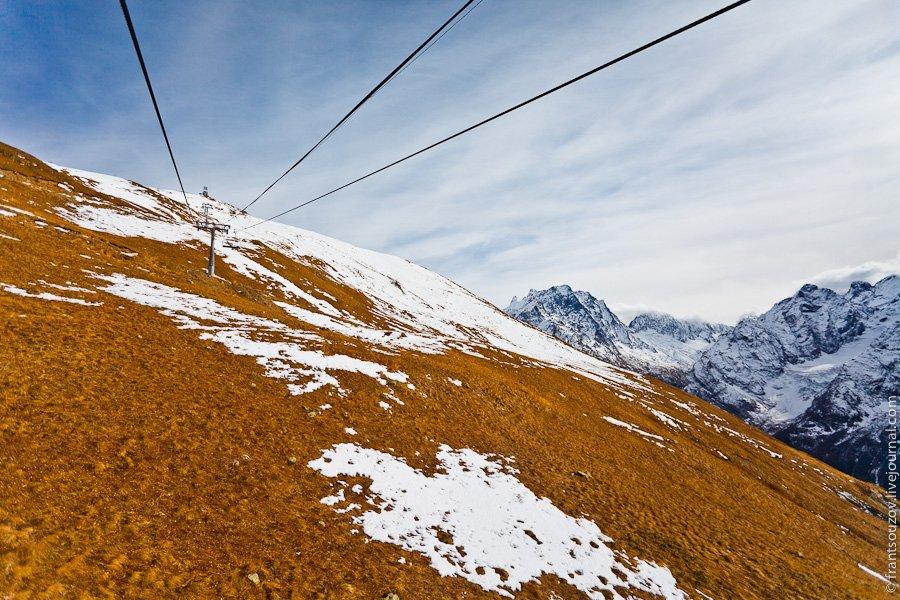 Линии старых подъемников на склоне:  Горы!