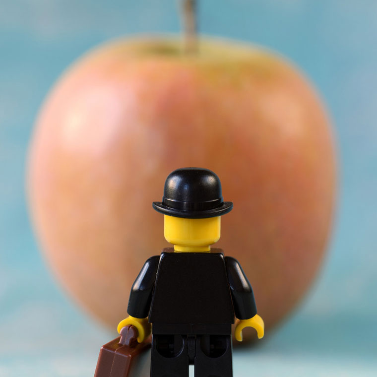 Legographie – When a photographer is having fun with his LEGO minifigs (28 pics)
