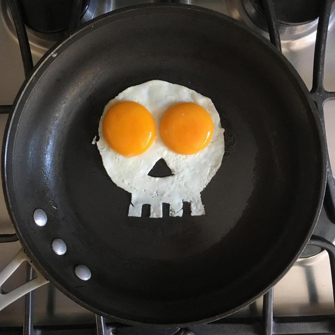 Art of Breakfast – This guy turns his fried eggs into works of art