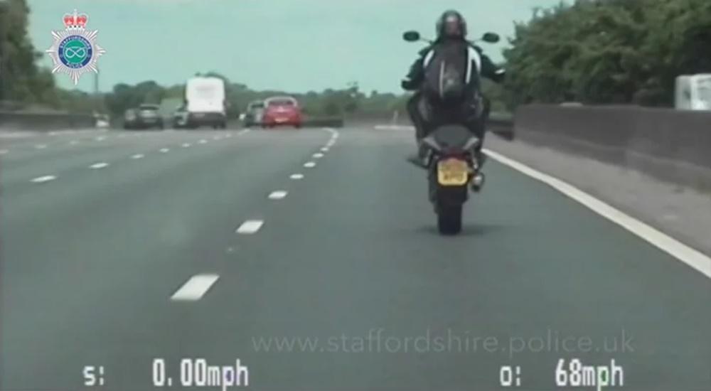 Британского мотоциклиста посадили за вилли и другие нарушения ПДД