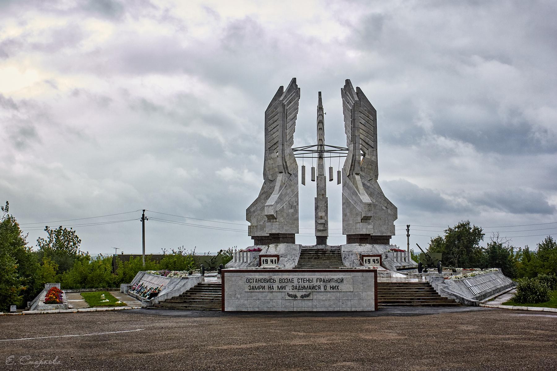 Мемориальный комплекс с крестом Сарапул Эконом памятник Купола с профильной резкой Находка