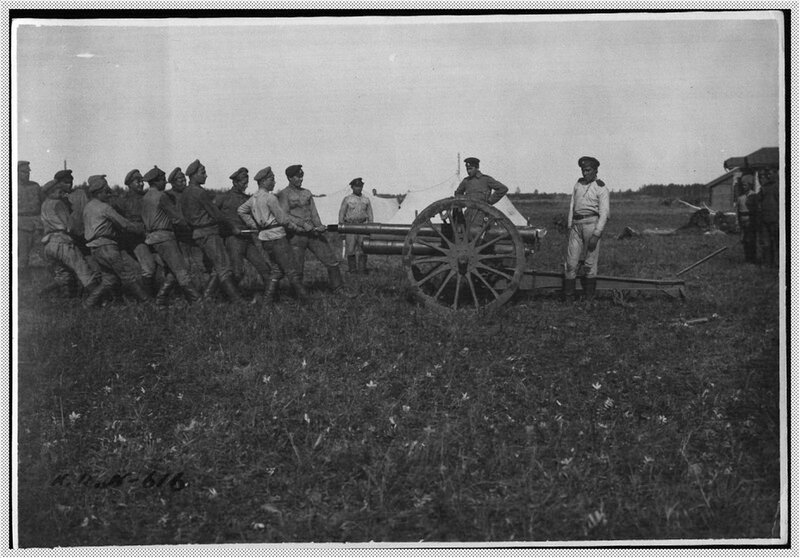 Чистка полевого артиллерийского орудия.jpg
